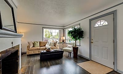 Living Room, 2507 N Russet St, 1