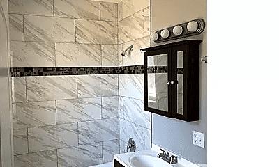 Bathroom, 5602 S Francisco Ave, 2