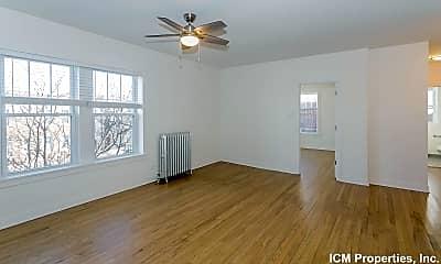 Living Room, 5214 N Damen Ave., 1