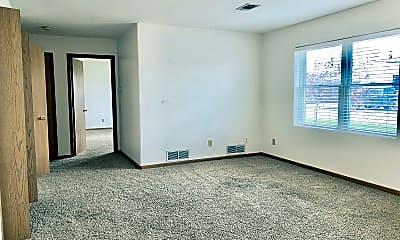 Living Room, 101 S Grass St, 1