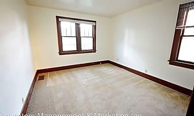 Bedroom, 913 3rd St SE, 1