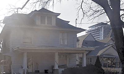 Building, 525 Iowa Ave, 1
