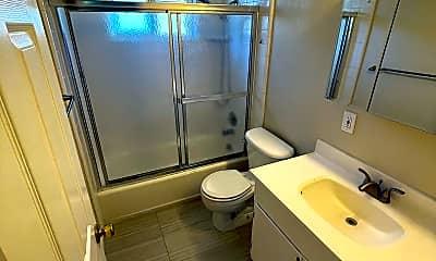Bathroom, 1290 Brookfield Ave, 2