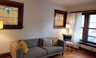 Living Room, 2112 W Roscoe St 2, 1