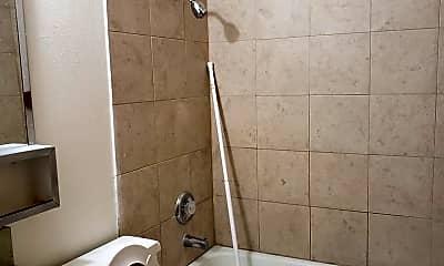 Bathroom, 215 Henley St, 2