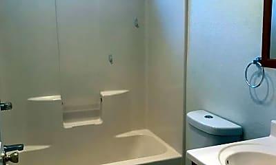 Bathroom, 638 E 7th St, 2