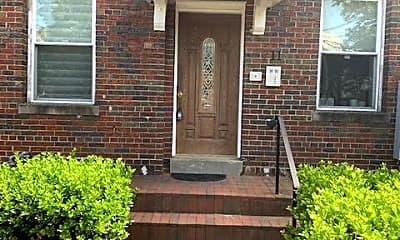 Building, 711 Irving St NE 4, 0