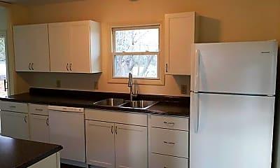 Kitchen, 664 Stevenson St, 1