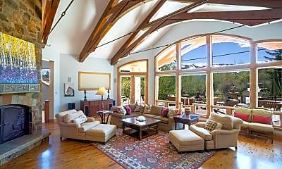 Living Room, 189 Saddleback Ln, 0