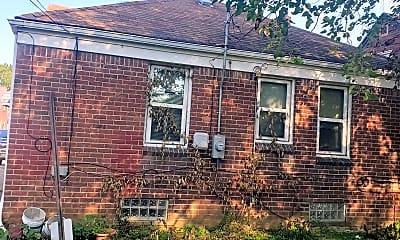 Building, 18635 Freeland St, 2