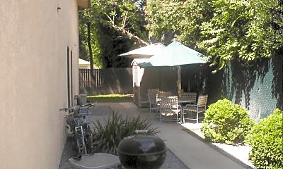 Patio / Deck, 305 Woodcrest Way, 1