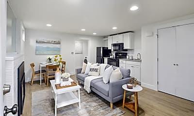 Living Room, 530 12th Ave E, 0