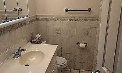 Bathroom, 37 Lantern Rd, 2
