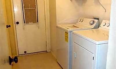 Kitchen, 9104 Chesapeake Ln, 2