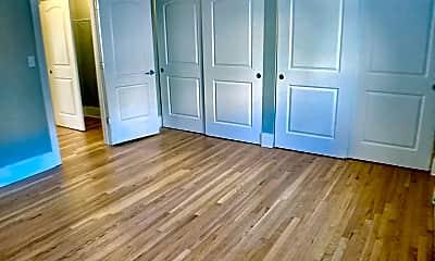 Living Room, 6720 N Sheridan Rd, 0