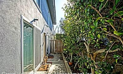 Building, 118 Palos Verdes Blvd, 1