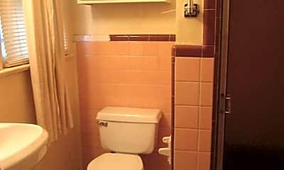 Bathroom, 619 Boyd St, 2