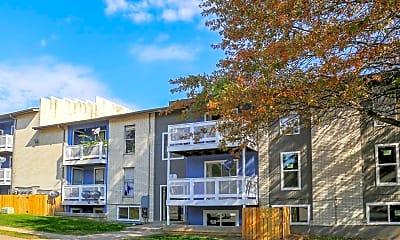 Building, Fox Run Apartments, 1