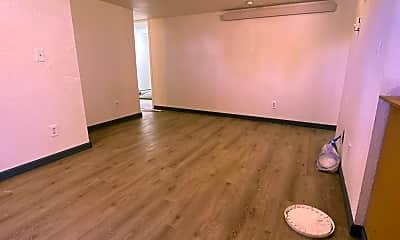 Living Room, 382 N Buchanan St, 1