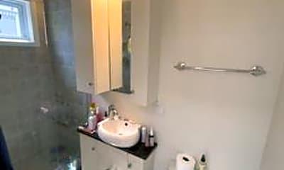 Bathroom, 22 Hall St, 2