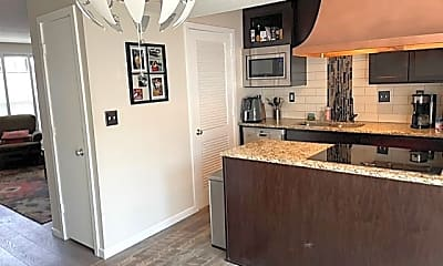 Kitchen, 6373 Barrie Rd, 1