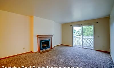 Living Room, 702 W Main St, 2