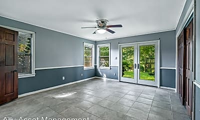 Living Room, 819 River Rd, 2