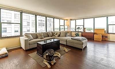 Living Room, 5801 N Sheridan Rd, 1