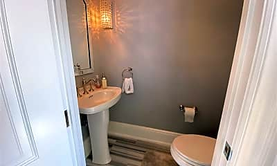 Bathroom, 11 S Kenyon Ave, 2