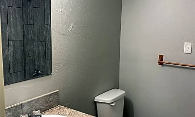 Bathroom, 2900 S 14th St, 2