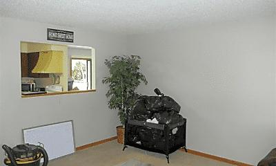 Living Room, 6676 Fairway Cir, 2