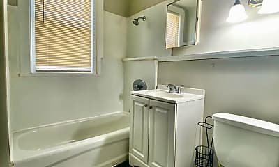 Bathroom, 935 Liberty St, 2
