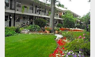 Lyn Village Apartments (Ohio), 1