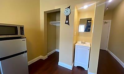 Bathroom, 739 Garland Ave, 2