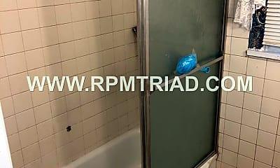 Bathroom, 733 W 25 1/2 St, 2