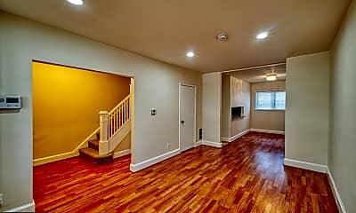 Living Room, 913 Evarts St NE, 1