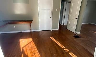 Living Room, 707 Elizabeth Ave, 0