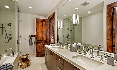 Bathroom, 537 Race St, 2