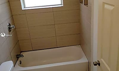 Bathroom, 560 SW 4th St 1, 2