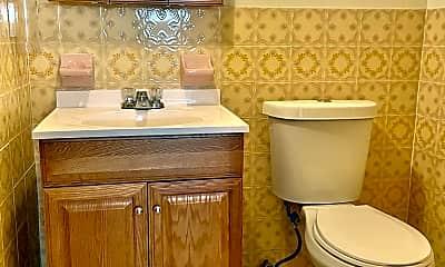 Bathroom, 1912 S Iseminger St, 2