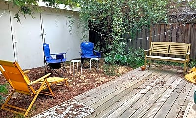 Patio / Deck, 2011 Poplar Ave, 2