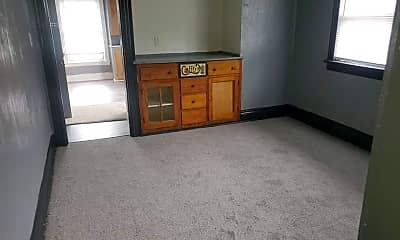 Living Room, 949 Forsythe St, 2