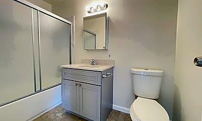 Bathroom, 1515 38th Ave, 2