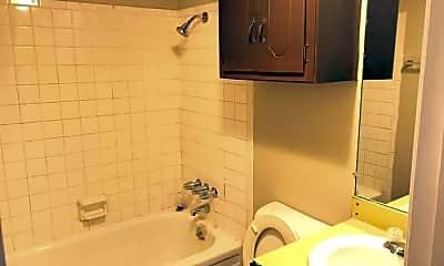 Bathroom, 5825 NW 34th St, 2