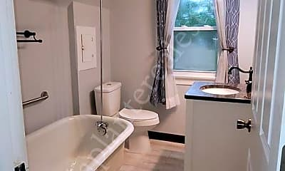 Bathroom, 1316 W Delaware Ave, 2