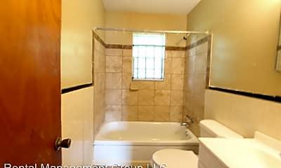 Bathroom, 908 2nd St W, 2