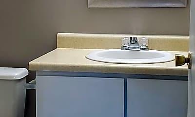 Bathroom, 906 E Sturgis St, 2