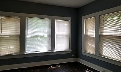 Living Room, 125 E Courtland Pl 1, 2