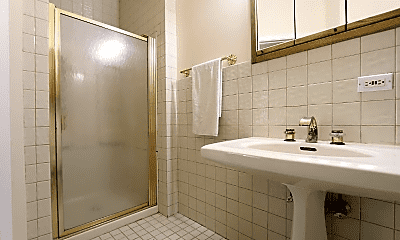 Bathroom, 1438 W Flournoy St, 2
