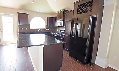 Kitchen, 7401 Russ Ln, 1
